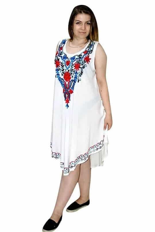 rövid ruha indiából fehér színben hímzett mintával