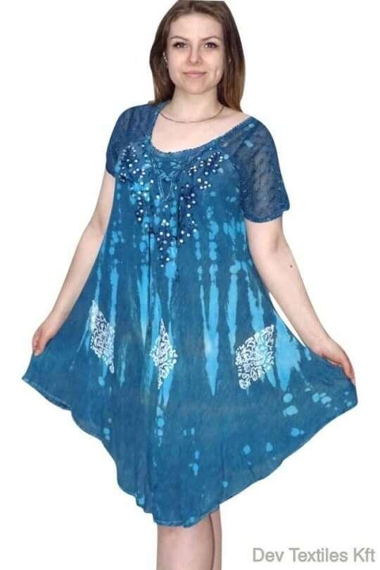 rövid ruha elegáns flitterekkel díszített ruha