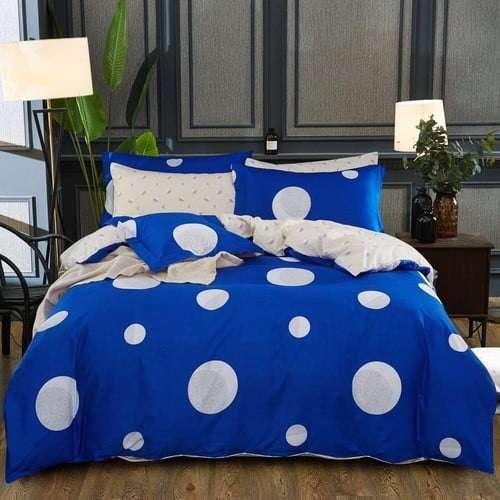 kék színben fehér nagy pöttyös ágyneműhuzat