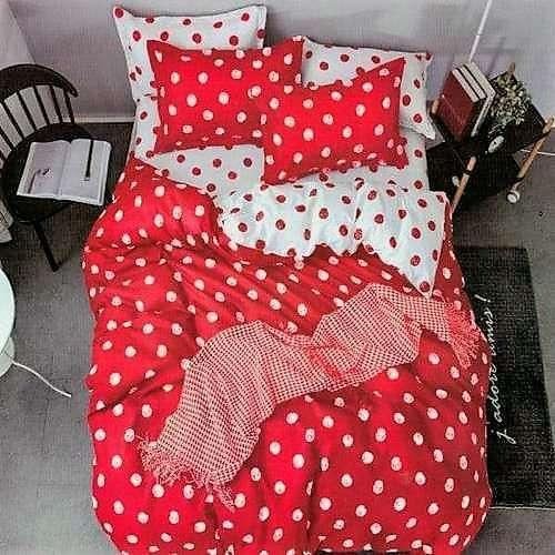 piros és fehér színben pöttyös ágyneműhuzat