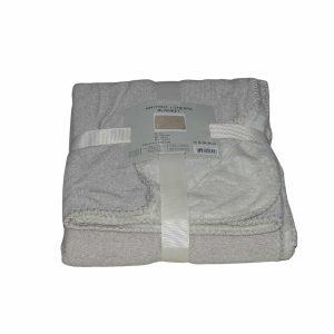 drapp és világos színben puha takaró