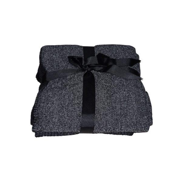 fekete szürke színben puha takaró pléd egy személyes
