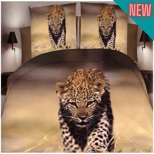 sétáló leopárd a természetben ágynemű