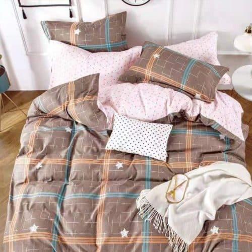barna négyzet és rózsaszín pamut ágynemű