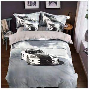 világos alapon fehér sportkocsi ágynemű