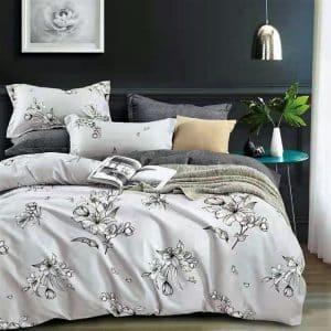 Halvány szürke színben virág mintás ágynemű