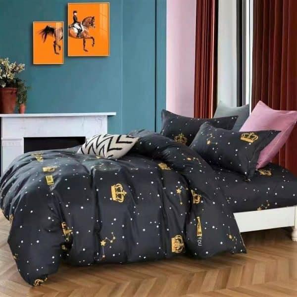 arany csillagok és feliratos minta fekete alapon